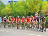 淮南绕圈赛中,丹麦克里塞斯蒂娜手表队车手领骑大集团。