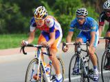 天津绕圈赛上,荷兰拉波银行洲际队马克・古斯领骑第一梯队。
