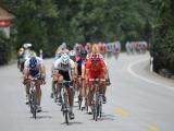 环中赛第三站穿越秦岭,中国希望之星队李富玉参与领骑集团。