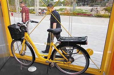 电池藏在后座下面的电动自行车,不说人们都不容易发现-尊重自行车图片