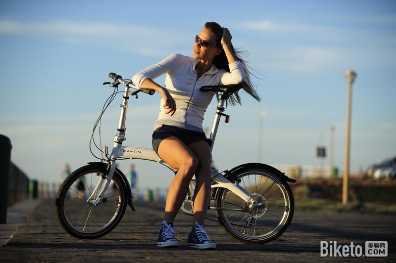 正确的自行车骑行姿势 坐垫 车把 GIANT捷安特