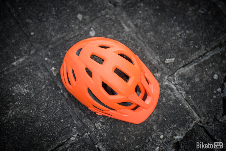 安全无小事:如何判断头盔何时该更换?