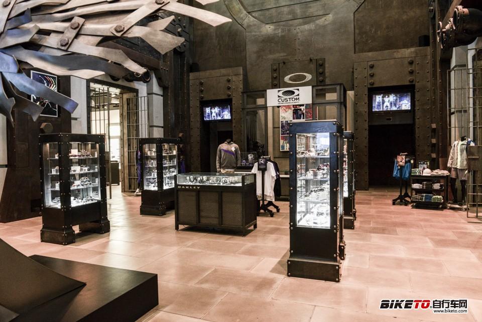 Oakley总部大厅展示柜