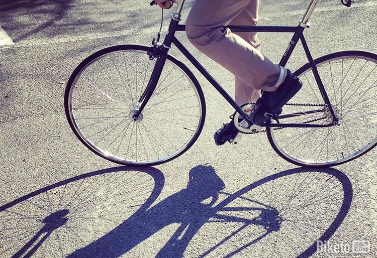 因为热爱自行车 他创建了自己的骑行服品牌
