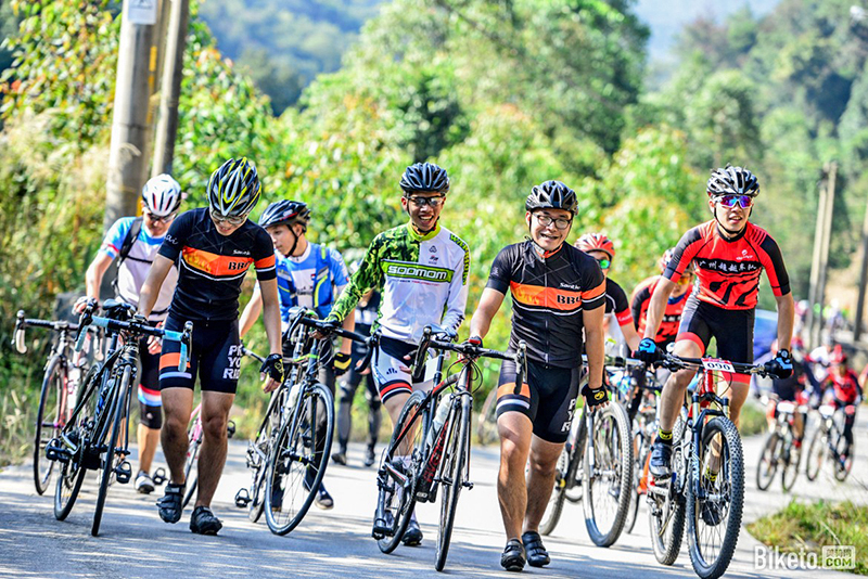 骑游活动比业余赛的参与面更广,因此有更强的社交属性