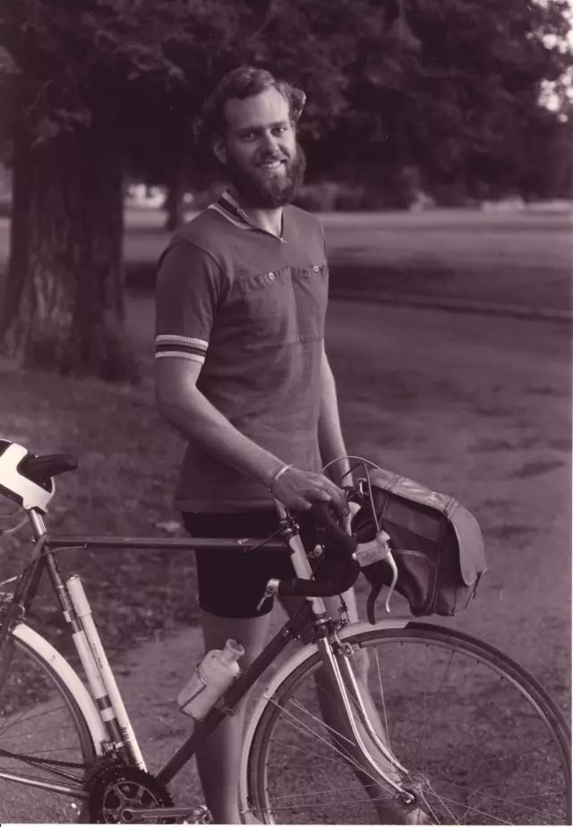 Mike Sinyard年轻时,便对自行车产生浓厚兴趣