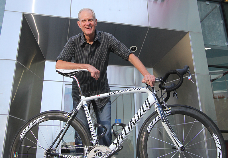 Specialized的老板Mike Sinyard赞助了三支世巡赛车队