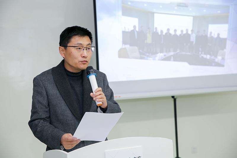 上海教委科技发展中心主任陆震主持仪式