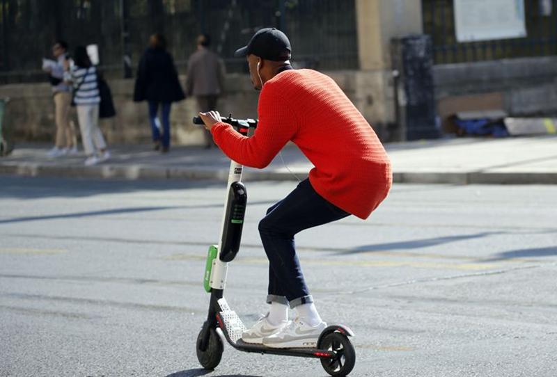 街头电动滑板车