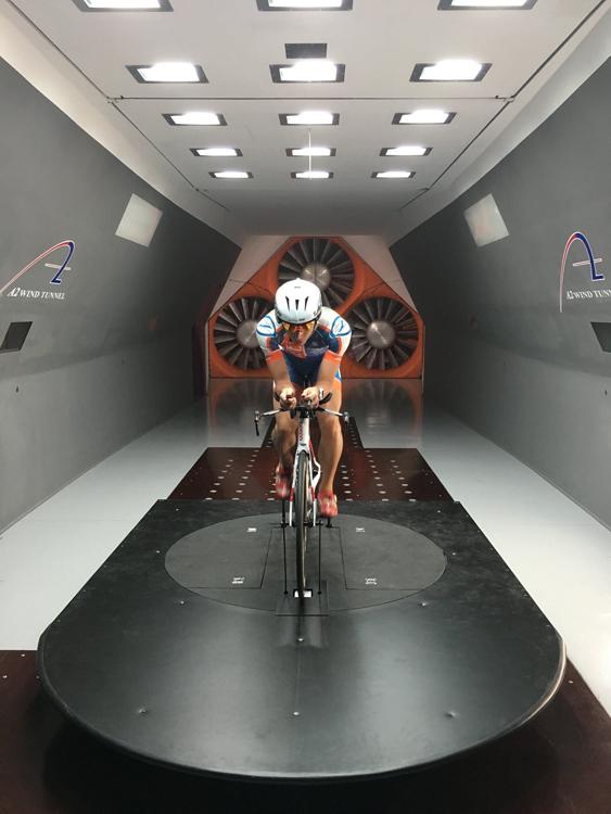 铁三选手Matt Bach协助CEEPO VIPER在美国A2风洞的测试