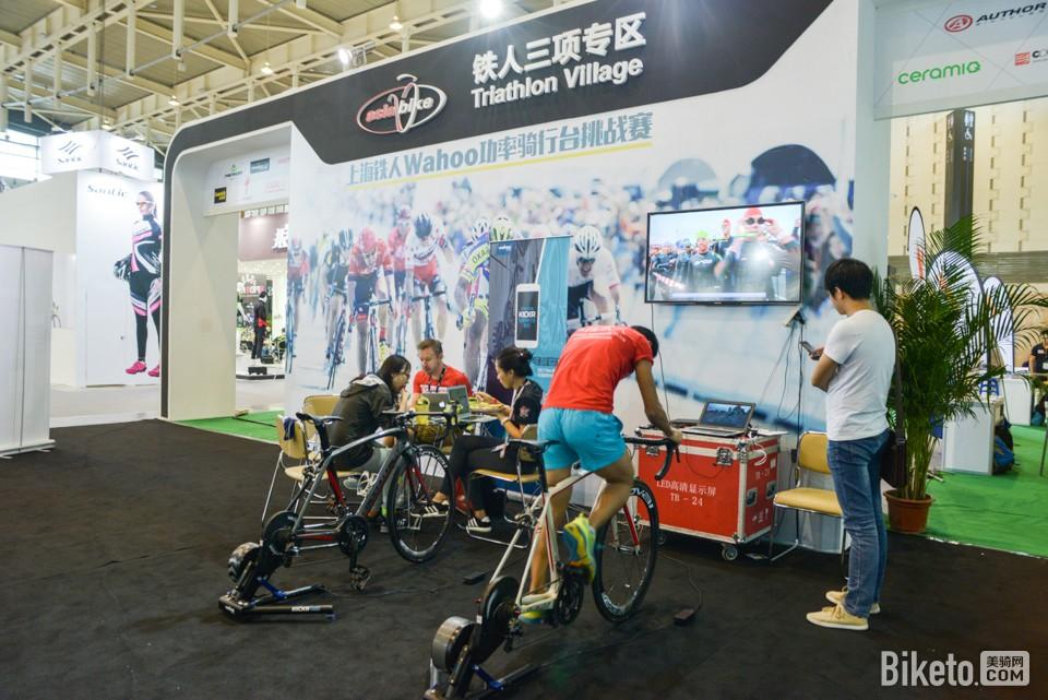 2015亚洲展铁三区的Wahoo Kickr无线功率骑行台挑战赛