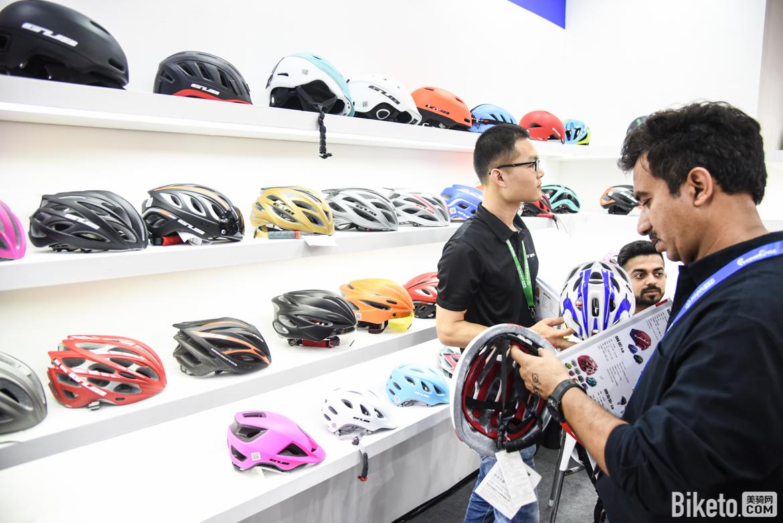 金盟展位以头盔为主,所有类别的头盔你都能在这里找到.jpg