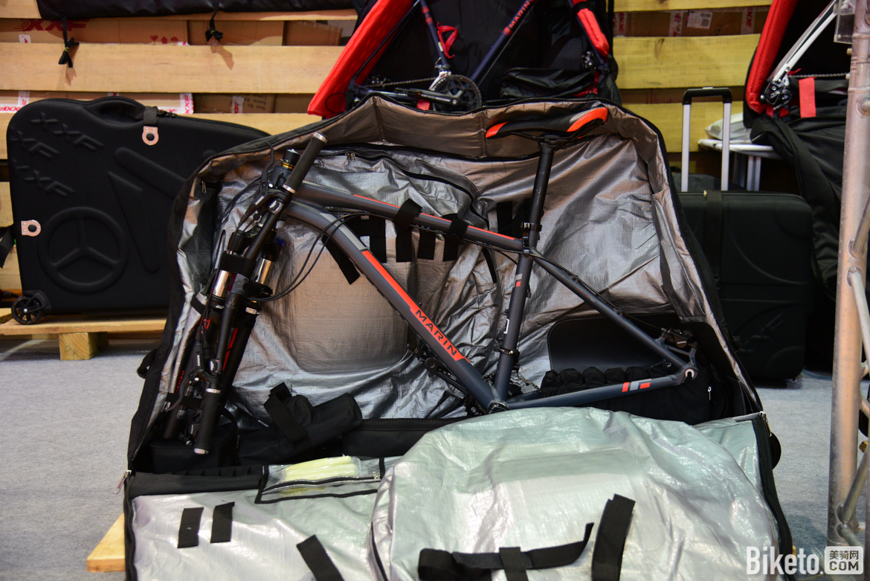 XXF的展位装车箱值得一看,如果你经常外出比赛,一个靠谱的装车箱十分重要.jpg