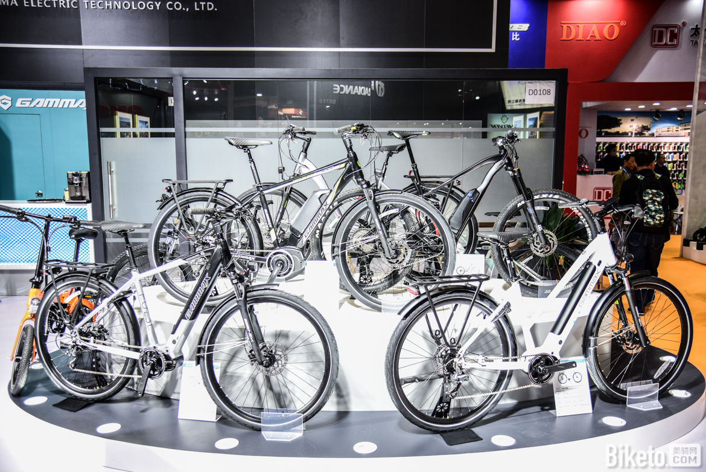 捷马自行车展位涂装十分简约,除了传统的产品线外,电助力再一次的占据了C位.jpg