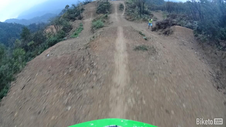 享受飞跃的快感:杭州勇峰山地车公园体验之旅