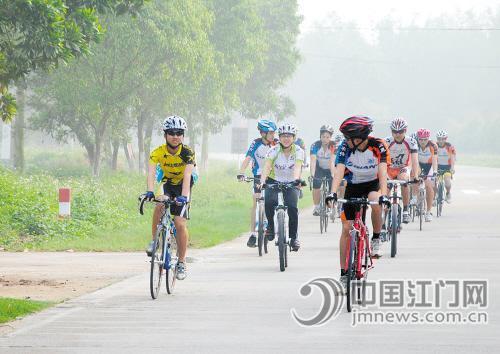 24小时骑车600公里骑行爱好者挑战体能极限