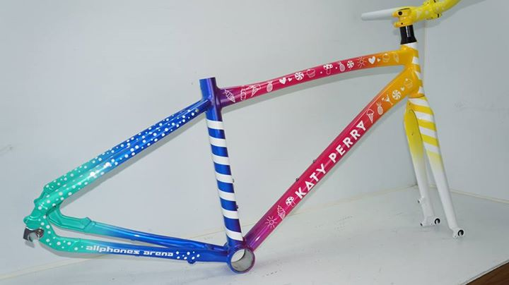 katy-perry-bike.jpg