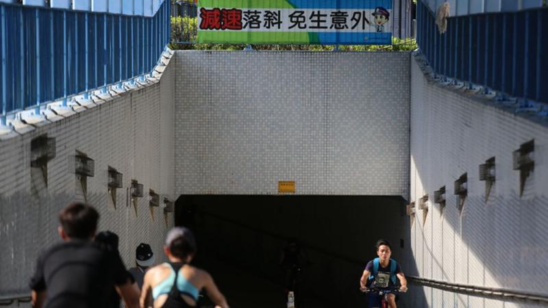 在香港,去年近9000架单车违泊被收车