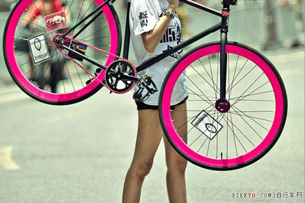 女生骑死飞囹�a_如果在路上看见一个女生骑着死飞路过,我会多看一会,因为那是一道绝妙