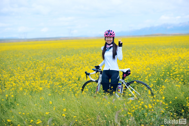性情美女丨真大使的骑行单车(上)闪电美女中科被拽女神进屋图片