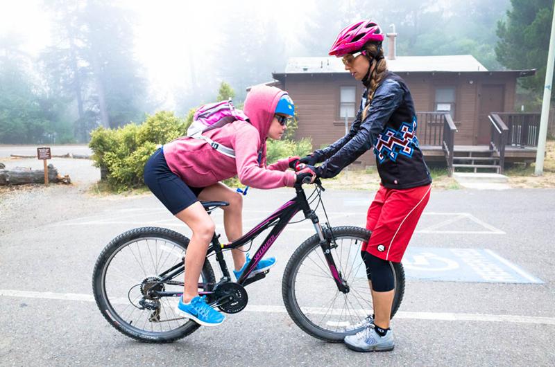 ▲贝克教女同胞山地车骑行技巧-单车美女丨女子山地车布道者 带领大图片