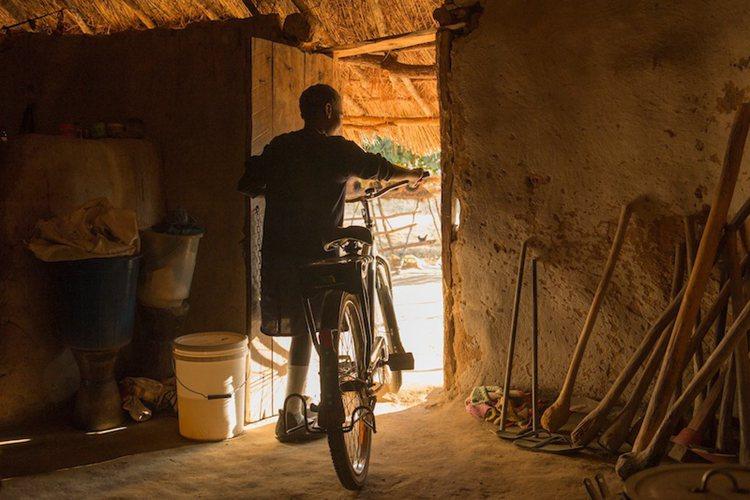 自行车的力量:自行车改写非洲孩子的命运