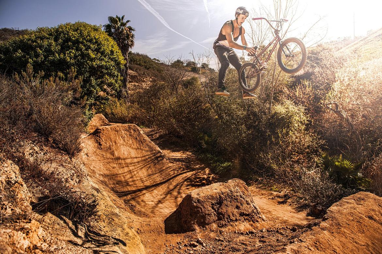 在加州,要去这个土壕家里玩BMX才够爽
