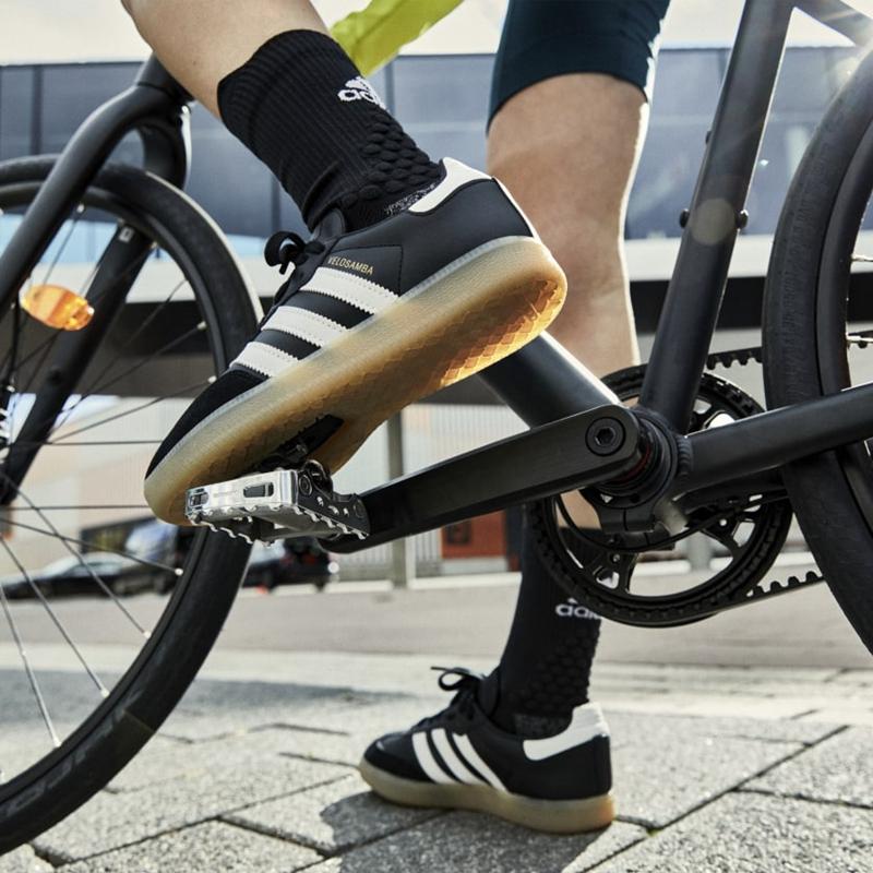 阿迪达斯推出VELOSAMBA城市休闲骑行鞋