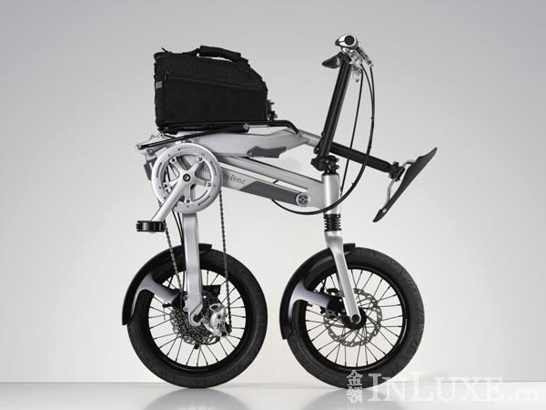 想把折叠自行车带回家,可是不知道怎么折,想知道前后轮中间这个部位是