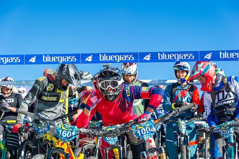 阿尔卑斯山地速降赛 700名山地车手参加的山地车赛,场面无比壮观-六六社-福利视频 11