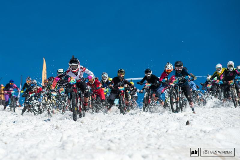 阿尔卑斯山地速降赛 700名山地车手参加的山地车赛,场面无比壮观-六六社-福利视频 13