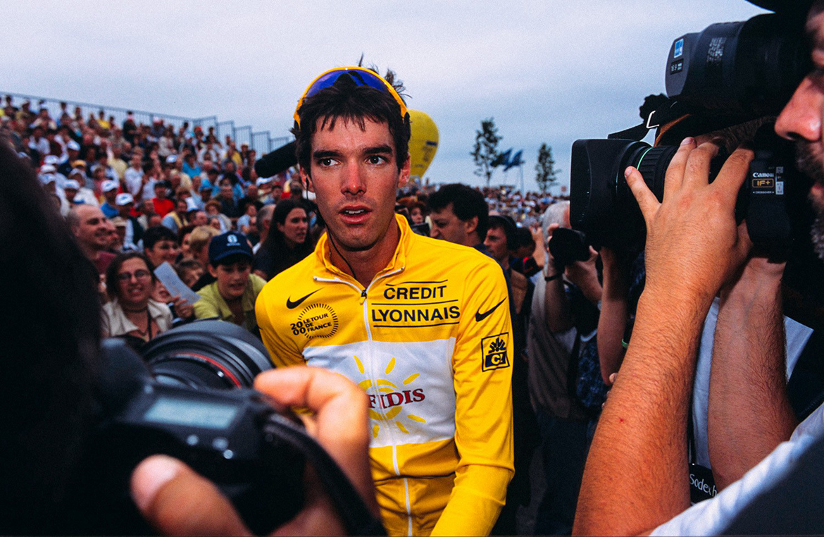CONFRONTS THE MEDIA AFTER WINNING THE OPENING STAGE OF THE 2000 TOUR DE FRANCE.jpg