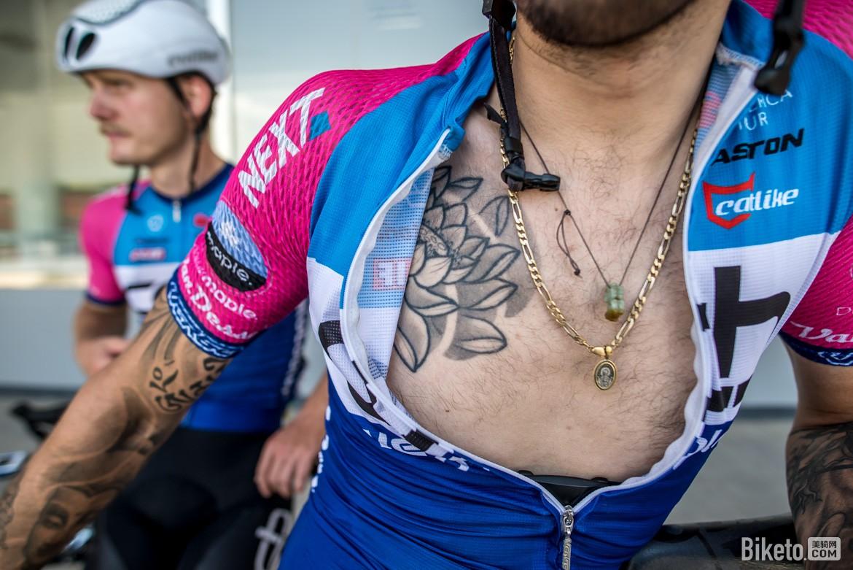 自行车手,文身