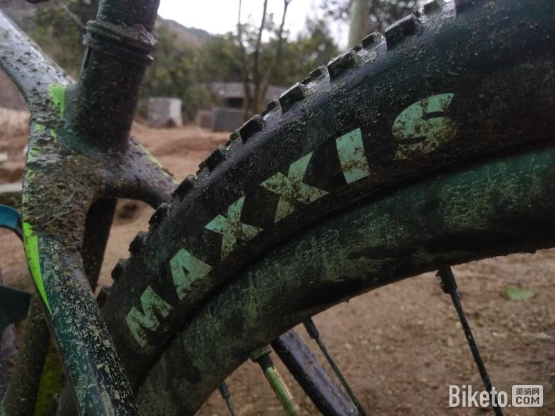 山地车训练,体能训练玛吉斯轮胎.jpg