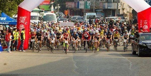 从莫干山山脚下到莫干山风景区华厅停车场,全程17公里的自行车赛道被