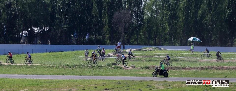 欢乐再现:永定河自行车运动公园山地赛道测试赛图片