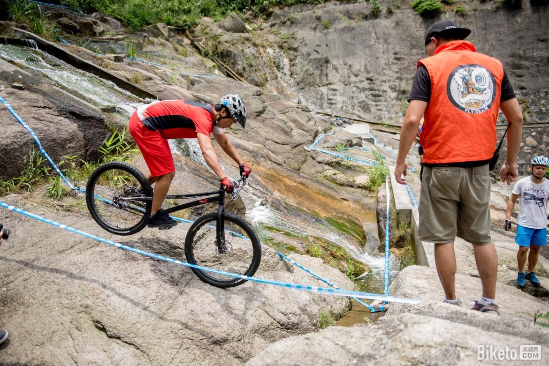 山地车速降技巧_能爬山能过河的极限攀爬——GDL自行车系列赛 - 美骑网|Biketo.com