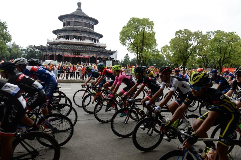9、九江市武宁毗邻庐山西海,这里被是中国最美小城,第一赛段为城市绕圈赛,需要绕6圈.jpg