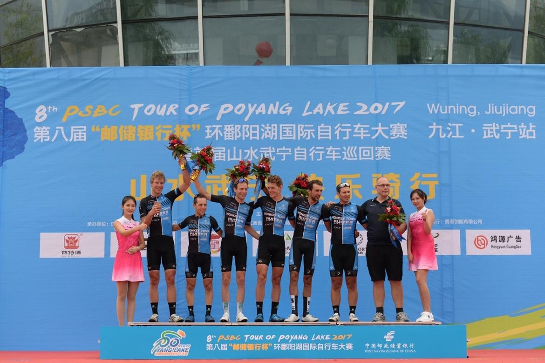 68、荷兰猴城乐园车队获得团体冠军.jpg