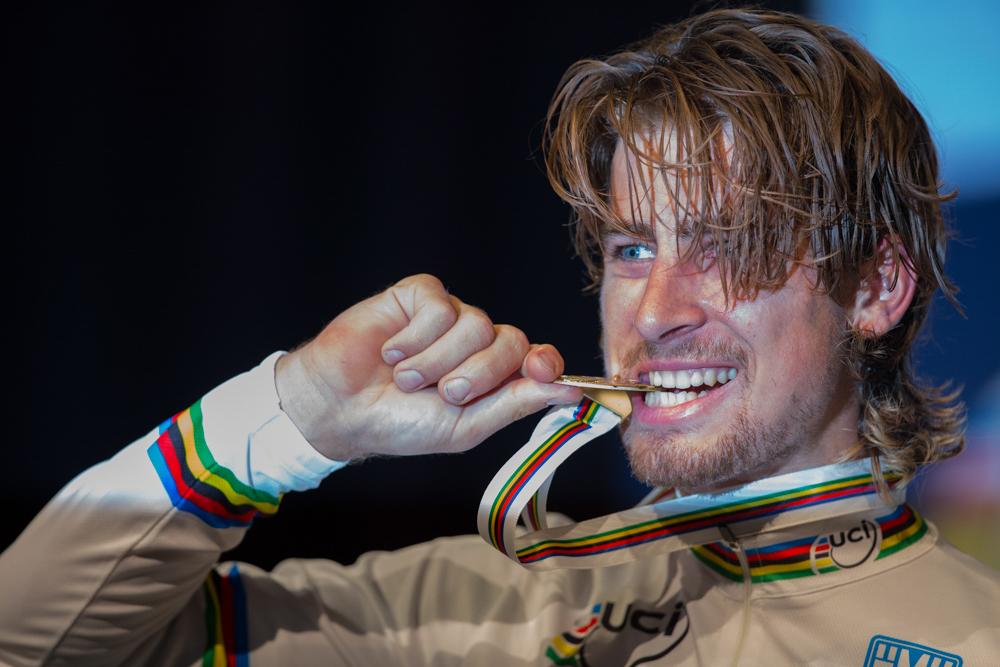 2015年年度自行车赛PRO们的表情微信聊天发送头像表情什么意思公路