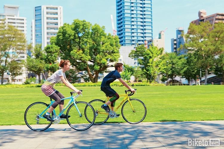 然而在市区休闲骑游也是一种轻度自行车旅行?简称轻旅行(特别提醒:骑车要戴头盔!).jpg