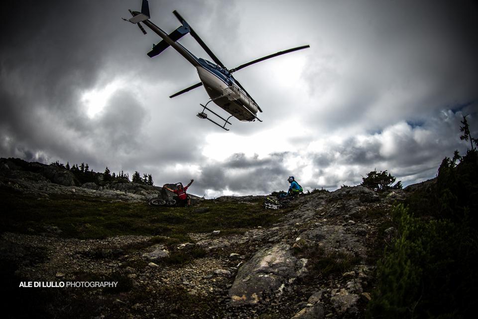直升机空投山地车