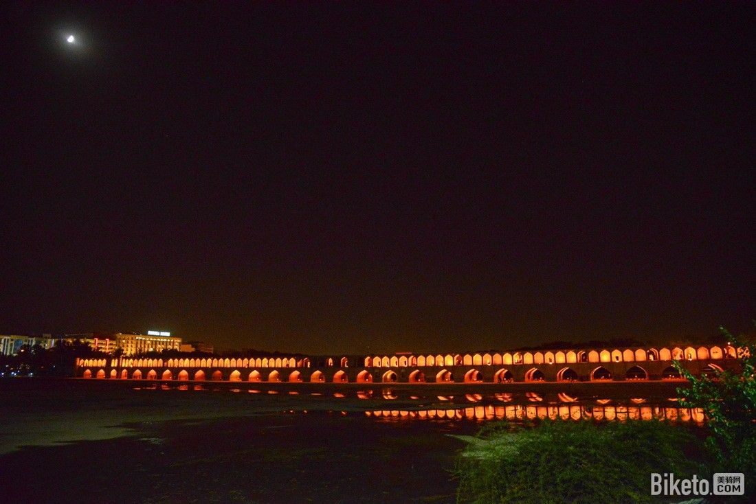 月夜下的三十三孔桥