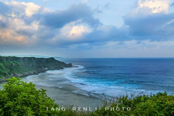 公園的盡頭就是海邊的山崖和藍藍的大海