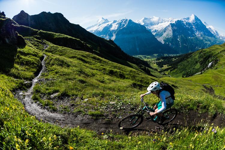 欧洲阿尔卑斯山地骑行_瑞士格林德尔瓦尔德小镇(Grindelwald)