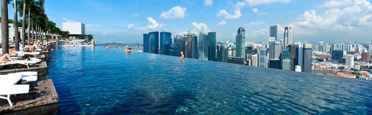 金沙酒店的无边缝天际线泳池(图片来源:金沙酒店官网)