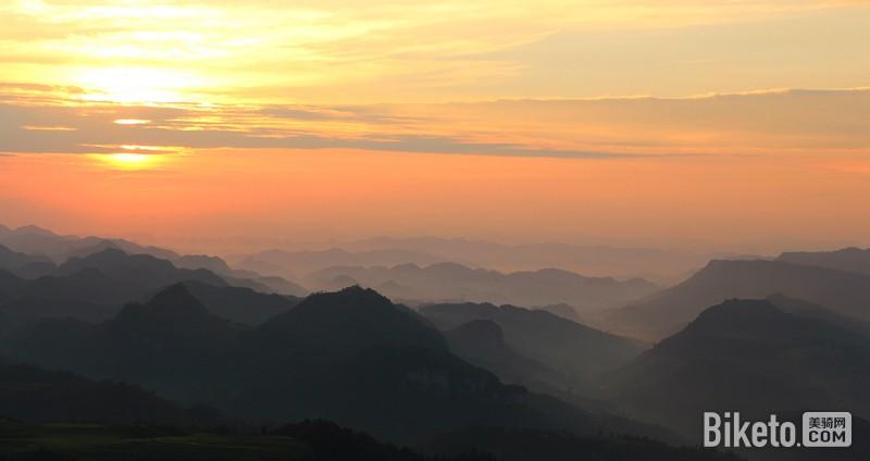 阴阳割昏晓之贵阳云顶草原骑游记