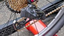 专利巡礼 SRAM的桶轴直装、液压阻尼变速后拨专利