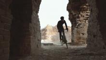 外国人的中国梦:在万里长城骑车!