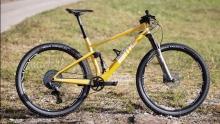 黄袍加身!乔丹・萨鲁的世界冠军限定版BMC Fourstroke山地车